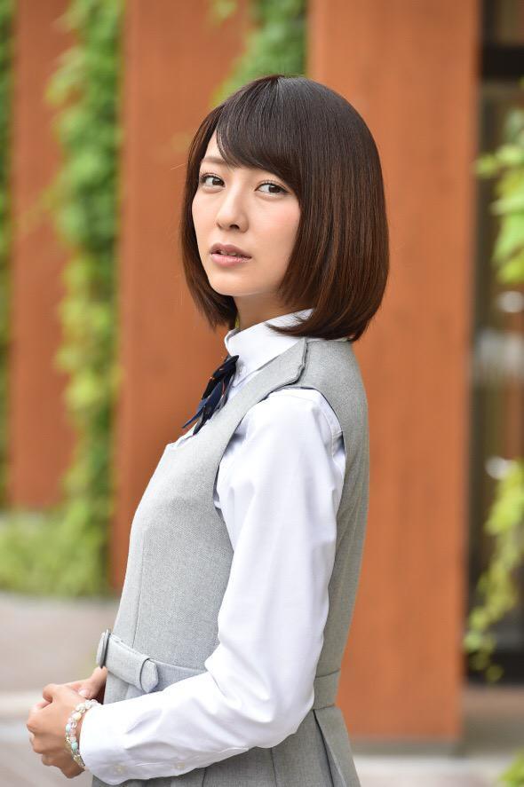 小島梨里杏の画像