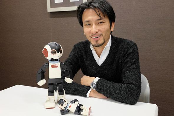 高橋智隆とロビの画像
